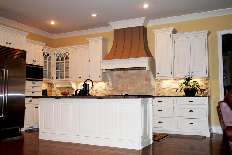 Painted Kitchen w- Metal Hooda